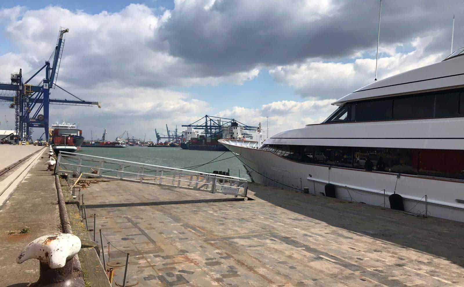 BRIDGES2000 Access to Luxury Yacht 3